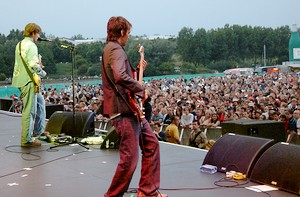[Starsailor on stage at the Isle of Wight festival 2003.]
